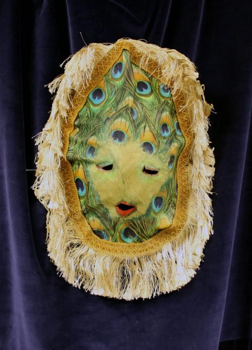 pfauenmaske-samt-maske-anna-steinert